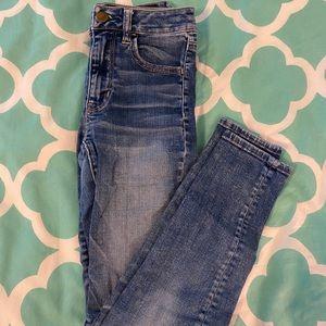 American Eagle medium wash skinny jeans!!